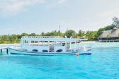 Passenger boat in clear waters — Foto de Stock