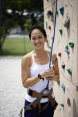 Asian Chinese Woman in outdoor rockclimb — 图库照片