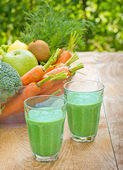 Green smoothie is refreshing and invigorating drink — Stock Photo