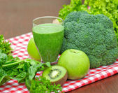 Healthy drink - green smoothie — 图库照片