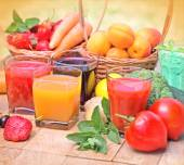 Healthy drinks - beverages (juice and smoothie) — Stock Photo