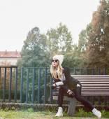 Glamorous blonde on the street. Urban fashion black and white — Stock Photo