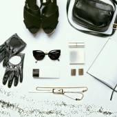 Trendy stijlvolle jeugd zwart-wit ingesteld tegen een witte achtergrond — Stockfoto