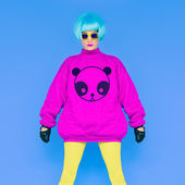 Fashion Lady loves panda. Funny photo. Girl in a bright wig on a — Stock Photo