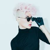 Blond model in vintage glasses with stylish haircut. fashion pho — Stock Photo