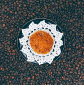 Cookie on vintage  plate with coffee background — Foto de Stock