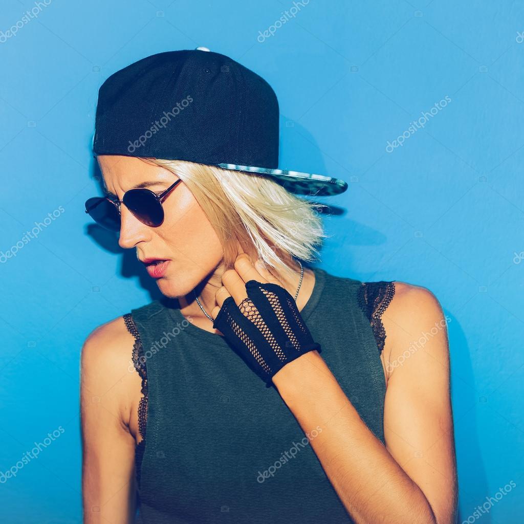 Фото блондинок в кепке на аву