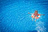 Happy child playing in swimming pool — Stock Photo
