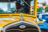 Closeup frontal view of a vintage Ford car — Stock Photo