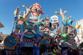 VIAREGGIO, ITALY - FEBRUARY 12:   parade of allegorical chariot  — Stock Photo