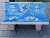VIAREGGIO, ITALY - July 23:   Paintings on benches during the su — Stock Photo