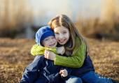 快乐妹妹和弟弟 — 图库照片