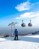 Mužské lyžař — Stock fotografie