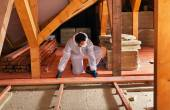 Laying thermal insulation - installing the planking — Stock Photo