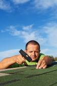 Man fastening bitumen roof shingles — Stock Photo