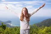 Woman screams in the mountains — Stock Photo