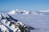View on mountains and blue sky above clouds — Stock Photo