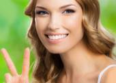 Woman, showing two fingers or victory gesture — Stock Photo