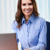 Young businesswoman working with laptop  — Stockfoto
