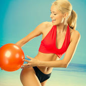 Woman in sportswear playing with ball — Stock Photo
