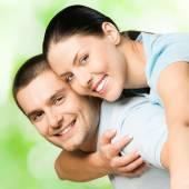Portrait of happy couple, outdoors — Stock Photo