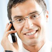 Ofis cep telefonu ile işadamı — Stok fotoğraf