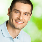 Handsome young smiling man, outdoor — Stock Photo