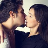 Young couple embracing and kissing — Stock Photo