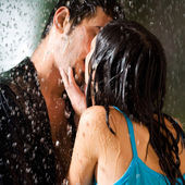Couple hugging and kissing under a rain, outdoor — Stock Photo