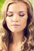 Young woman with closed eyes — Stock Photo