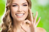 Woman with okay gesture, outdoors — Stock Photo