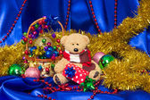 Charming small teddy bear with Christmas gift — Foto de Stock
