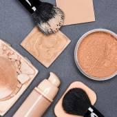 Set make-up producten om zelfs uit de huid en teint — Stockfoto