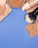 Sada make-up produktů i tón pleti a pleti — Stock fotografie
