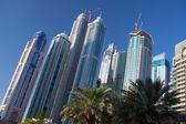 Modernos y futuristas rascacielos — Foto de Stock