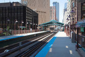 Famous elevated overhead commuter train in Chicago — Foto de Stock