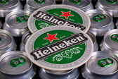 Pattern from much of drinking cans of beer and Heinekem beermats — Stock Photo