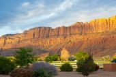 Sunrise in Moab near the main entrance to the famous Arches Nati — Stock Photo