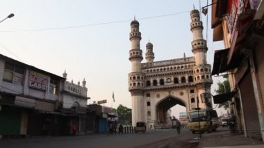 Street on background Charminar monument — Stock Video