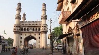 Street on background Charminar monument — Stock Video