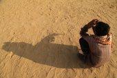 Poor Man in Desert — Stock Photo