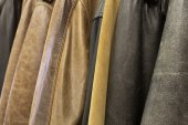 Hanging a lot of leather jackets — Stock Photo