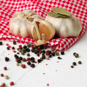 Garlic cloves — Stock Photo