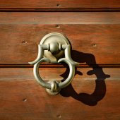 Golden metal door handle, Italy — Foto de Stock