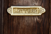 Old Italian letter box on wooden door  — Zdjęcie stockowe