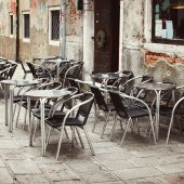 Street cafe in historic city in Italy — Stock Photo