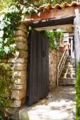Old wooden door in Istanbul — Foto de Stock