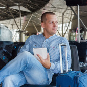 Young man at the airport — Stockfoto