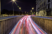Car traffic at night in Rome — Stock Photo