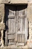 Old vintage green wooden door — Stock Photo